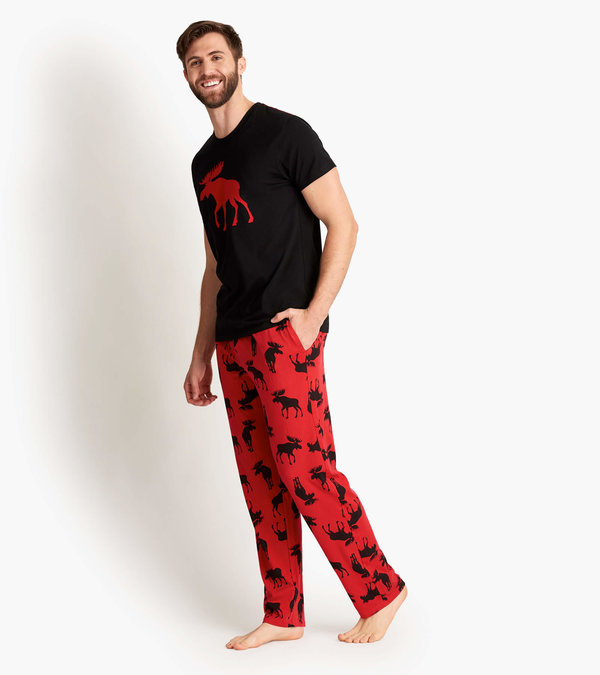 Moose On Red Men's Tee and Pants Pajama Separates