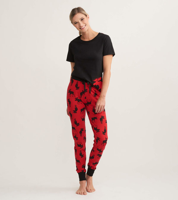 Moose on Red Women's Tee and Leggings Pajama Set